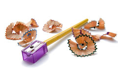 Hölzerner Bleistift und Bleistiftspitzer Lizenzfreies Stockfoto