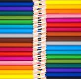 Hölzerner Bleistifthintergrund des bunten Regenbogens, zurück zu Schule, Kreativitätskonzept Lizenzfreies Stockfoto