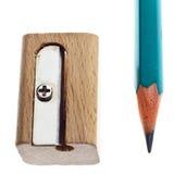Hölzerner Bleistiftspitzer und Bleistift Stockbild