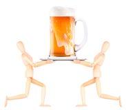 Hölzerner blinder Kellner mit Bier auf Behälter Lizenzfreies Stockbild