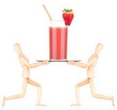 Hölzerner blinder Kellner mit Cocktail auf Behälter Lizenzfreie Stockfotografie