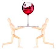 Hölzerner blinder Kellner mit Wein auf Behälter Stockbilder
