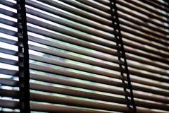 Hölzerner blinder Schattenvorhang und -schatten Stockfoto
