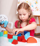 Hölzerner Block des Kindvorschülerspiels. Stockbild