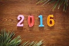 Hölzerner brauner Hintergrund über guten Rutsch ins Neue Jahr 2016 Lizenzfreies Stockfoto