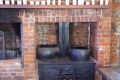 Hölzerner brennender Küchenofen der Weinlese Stockfoto