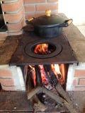 Hölzerner brennender Ofen