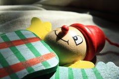 Hölzerner Clown in der grünen Farbe stockfotografie
