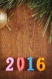 Hölzerner Feiertagshintergrund über guten Rutsch ins Neue Jahr Stockbilder