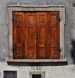 Hölzerner Fensterfensterladen Lizenzfreie Stockfotos