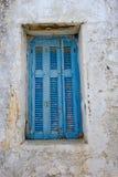 Hölzerner Fensterladen der griechischen Insel stockbilder