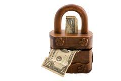 Hölzerner Geldkasten auf Weiß stockfotografie