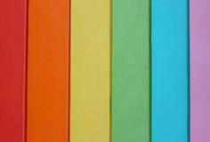 Hölzerner gemalter Regenbogen Lizenzfreies Stockfoto