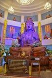 Hölzerner Guan Im Buddha in Wat Huay Pla Kang-Tempel stockfoto