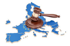 Hölzerner Hammer auf Karte von EU, Wiedergabe 3D Lizenzfreies Stockfoto
