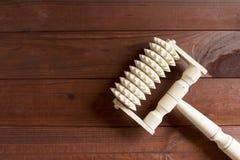 Hölzerner Handmassager Stockbilder
