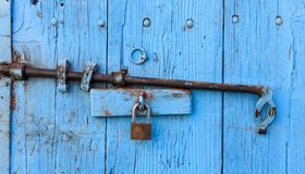 Hölzerner heller blauer, alter und abgezogener Hintergrund Schließen Sie herauf Ansicht mit Details Lizenzfreies Stockfoto