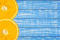 Hölzerner Hintergrund blau und weiß mit Orange Lizenzfreie Stockfotos