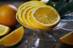 Hölzerner Hintergrund der orange Frucht Stockfotos