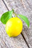 Hölzerner Hintergrund der Zitrone Stockfoto