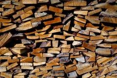 Hölzerner Hintergrund des Brennholzes stockfoto