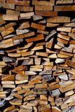 Hölzerner Hintergrund des Brennholzes lizenzfreie stockfotos