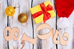 Hölzerner Hintergrund des neuen Jahres und des Weihnachten 2018 Stockbilder