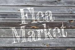 Hölzerner Hintergrund mit Flohmarkt stockfoto