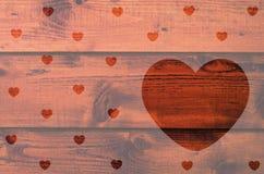 Hölzerner Hintergrund mit Herzen formte Raum für Text Lizenzfreie Stockfotos