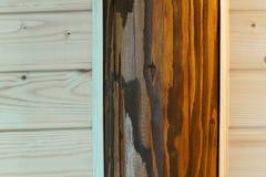 Hölzerner Hintergrund von der Kiefer und von der Eiche Stockfotografie