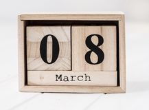 Hölzerner Kalender, der Marsch acht zeigt Lizenzfreie Stockbilder