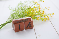 Hölzerner Kalender glücklicher Valentine Day-Weinlese für den 14. Februar Stockfotos