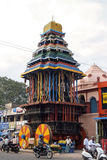 Hölzerner Kampfwagen Giantic auf der Straße von Tiruvannamalai Stockfotos
