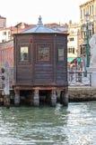 Hölzerner Kiosk Venedigs stockbild