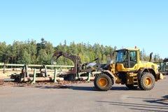 Hölzerner Lader im Holzerzeugungs-Produktionszentrum, Tschechische Republik lizenzfreie stockfotos