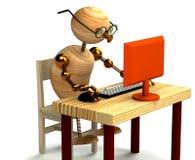 hölzerner Mann 3d, der am Computer arbeitet Lizenzfreies Stockfoto