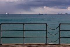 Hölzerner Pier auf dem Strand Stockfoto
