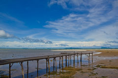 Hölzerner Pier auf Meer Stockbild