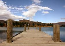 Hölzerner Pier auf See Dunstan Canterbury Neuseeland Lizenzfreies Stockbild