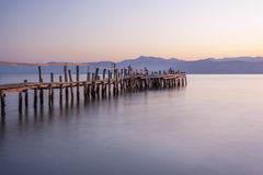Hölzerner Pier in Griechenland Stockbilder
