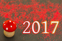 Hölzerner Pilz für das neue Jahr 2017 Stockfoto