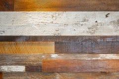 Hölzerner Plankenhintergrund - verschiedenes Holz und Ende einschließlich raue weiße Farbe - Schmutz lizenzfreie stockfotografie