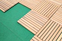 Hölzerner Plattformplatten-Bodenhintergrund stockfoto