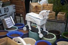 Hölzerner Schimmel auf der Flohmarkt am Kolumbien-Blumenmarkt an Colambia-Straße Lizenzfreie Stockfotos