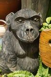 Hölzerner schnitzender Affe Stockfotos