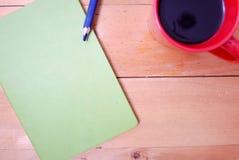 Hölzerner Schreibtisch von der Spitze Lizenzfreie Stockfotografie