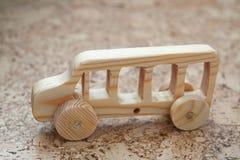 Hölzerner Spielzeugautobus stockbilder
