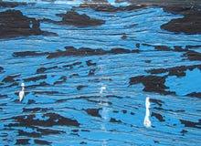 Hölzerner strukturierter Hintergrund - alte blaue gebrochene und Schalen-Farbe Stockfoto