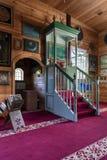 Hölzerner tatarischer Moscheeninnenraum in Bohoniki, Polen Stockbilder