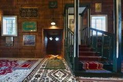 Hölzerner tatarischer Moscheeninnenraum in Kruszyniany, Polen Stockfotografie